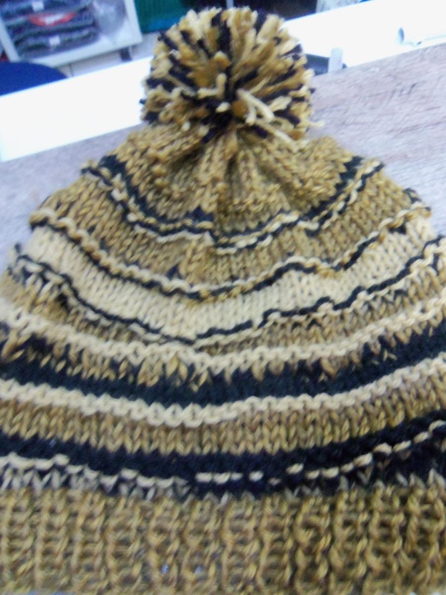 touca marrom com pompom em tricot feito a mao. Carregando zoom. 1ba0df16580