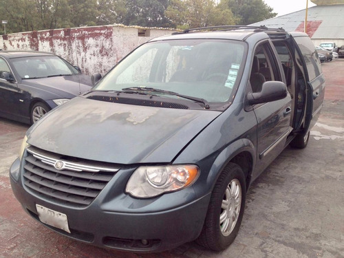 town & country 2005 excelente