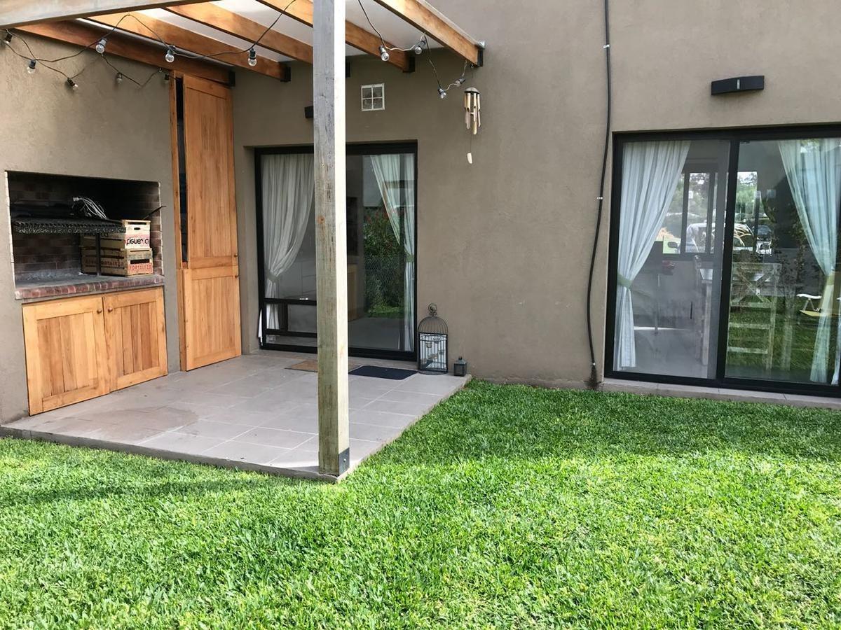 town house 4 ambientes en barrio cerrado moreno zona oeste casa duplex