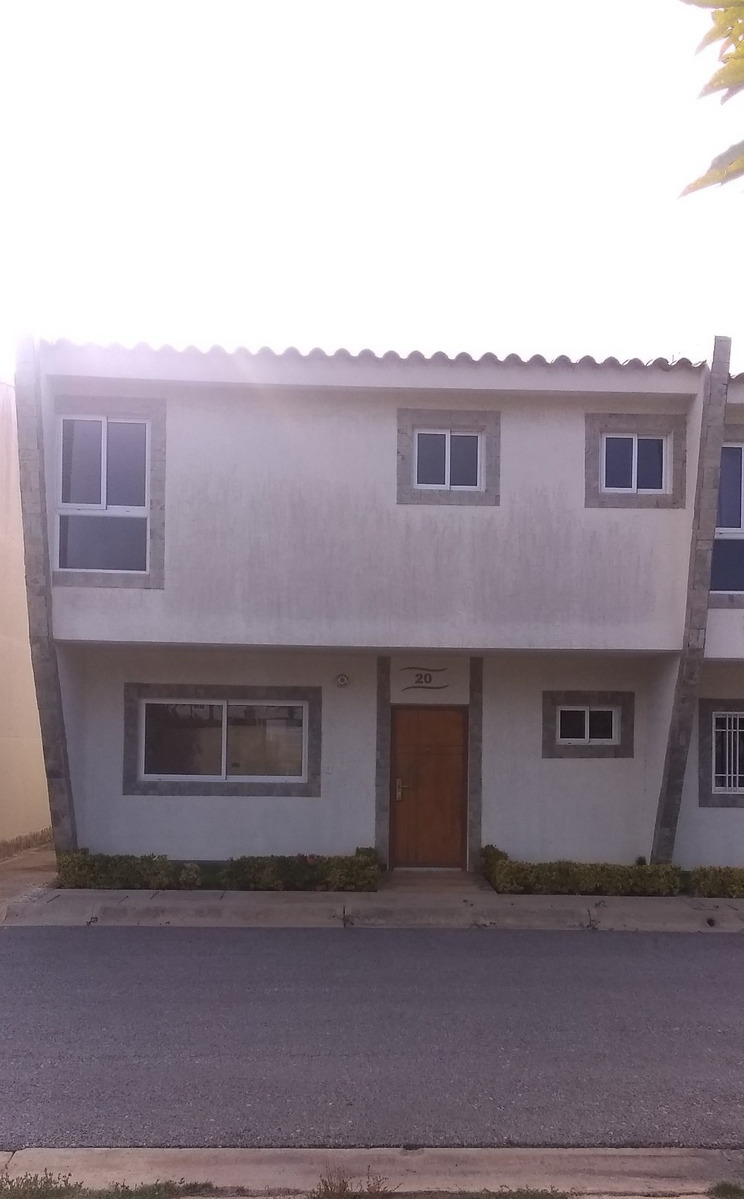 town house de 134 m2 con 3 hab y 2 baños y medio.