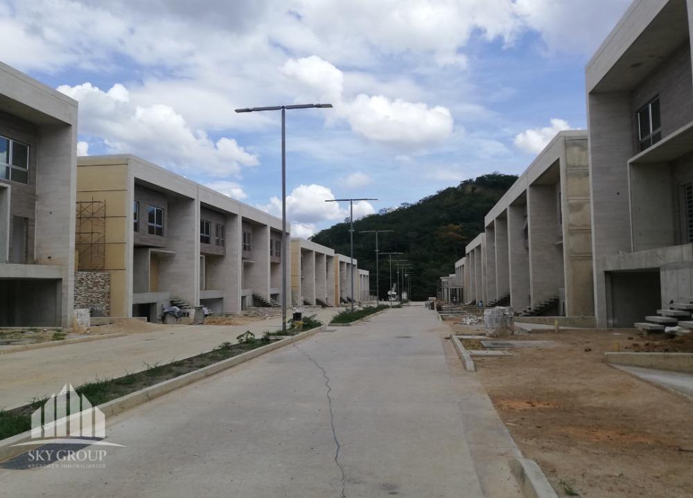 town house en res. cumbres de guataparo. glth-036