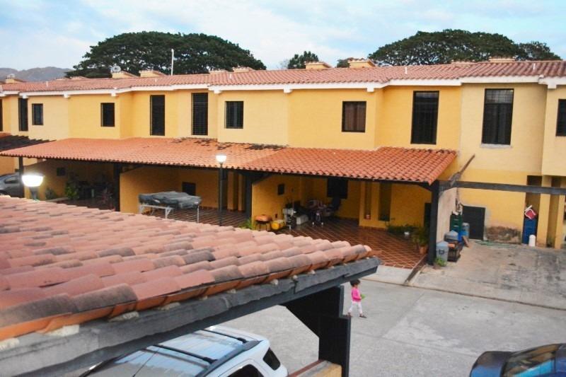 town house en san diego, la cumaca, res. lirial. atth-64