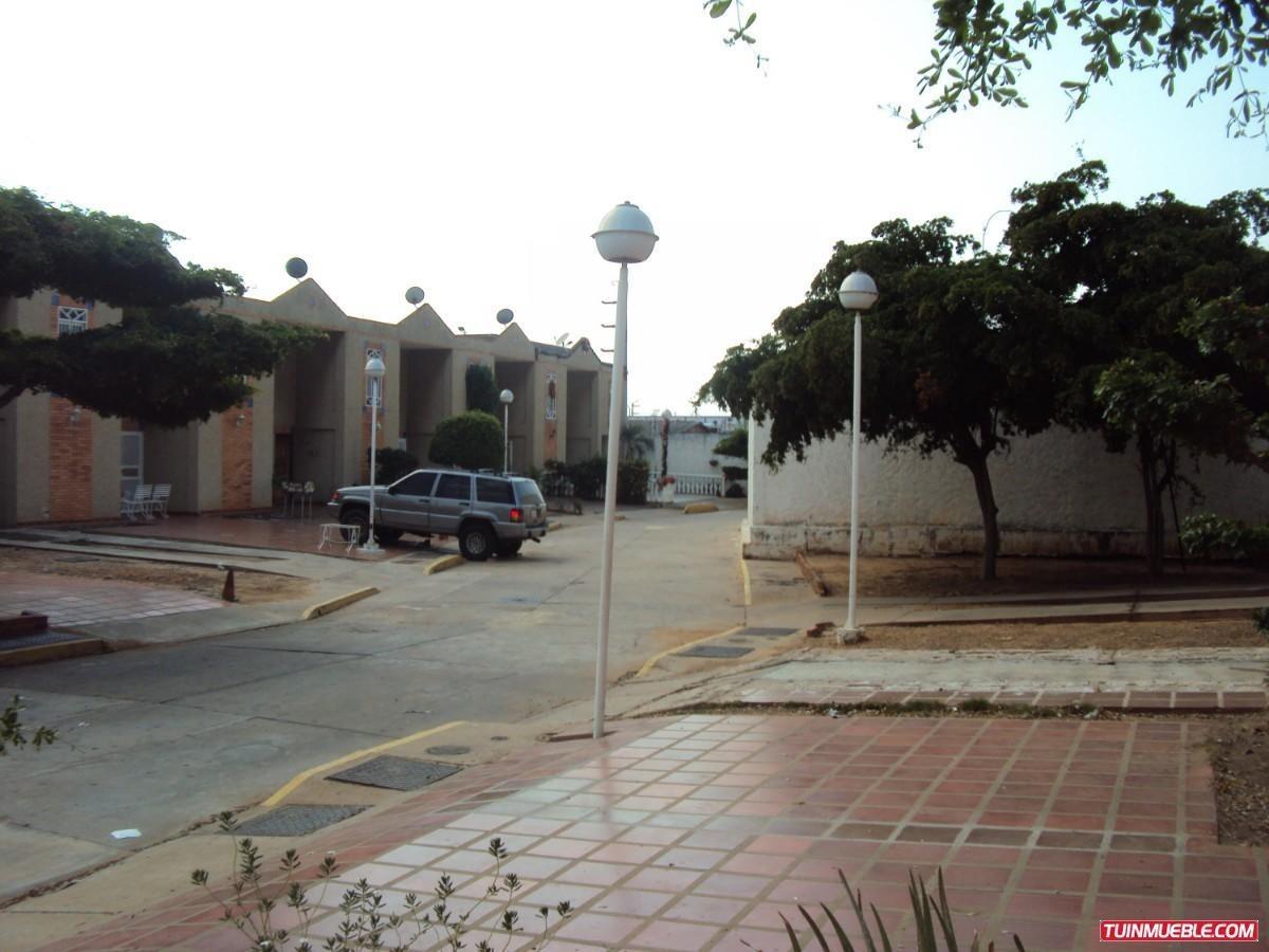 townhouse en venta en amparo con pozo de agua