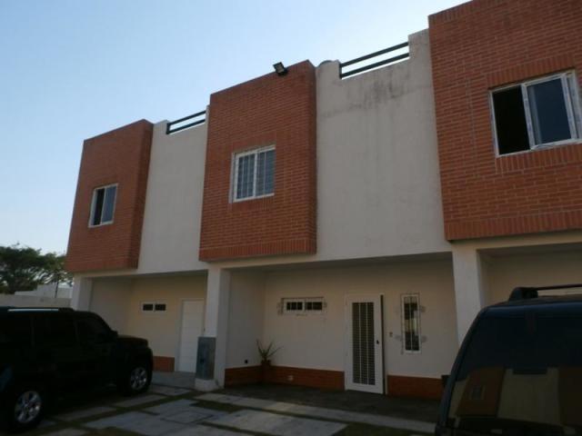 townhouse en venta en el manantial naguanagua  2011538 gav