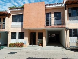 townhouse en venta  en los mangos valencia 20-5084 valgo