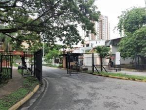 townhouse en venta los mangos  valencia cod 19-11201 mpg