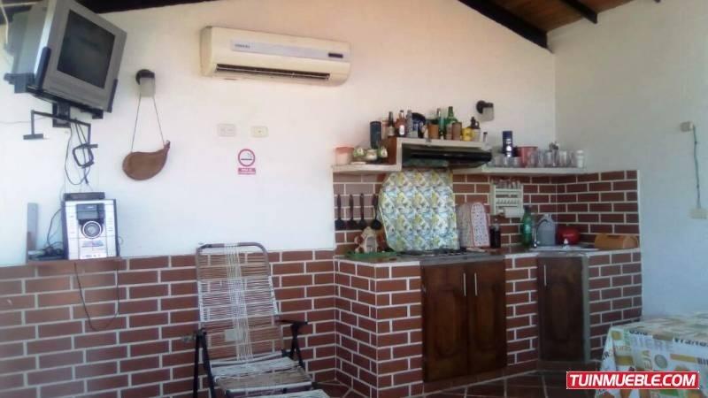 townhouse villa  la providencia  urb. privada las charas