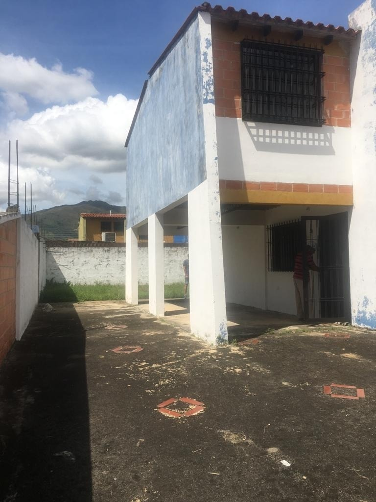 townhouses, en venta cod, 409640  maria angulo 04144726307