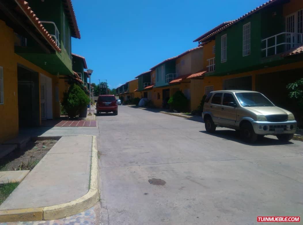 townhouses en venta cumana. villa providencia cantarrana
