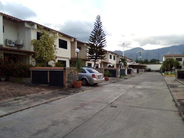 townhouses en venta san diego 19-15908 mz 04244281820