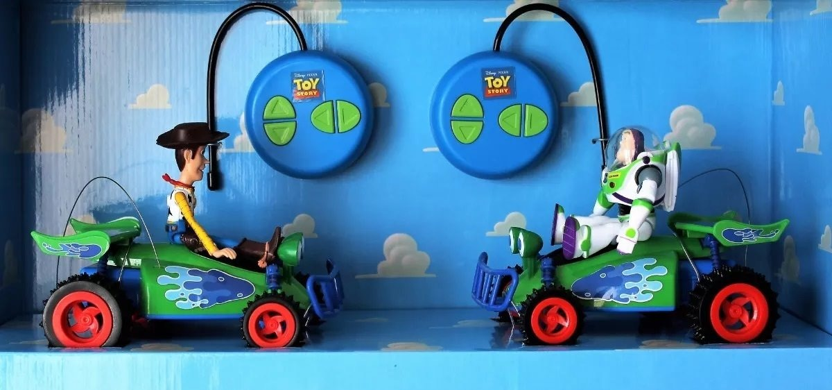 71dd68700b626 toy story duo pack coches radio control de buzz y woody. Cargando zoom.
