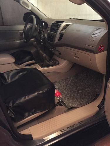 toyota 3.0 sw4 4x4  manual 5 asientos