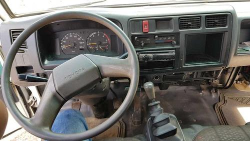 toyota dyna año 2002 modelo 300