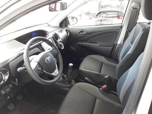 toyota etios 1.5 sedan 4 puertas xls 6mt