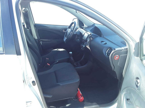 toyota etios 1.5 sedan xls 2016
