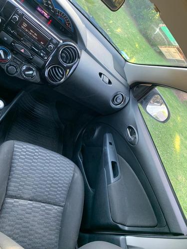 toyota etios 1.5 sedan xs 2014