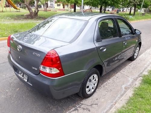 toyota etios 1.5 sedan xs 2015
