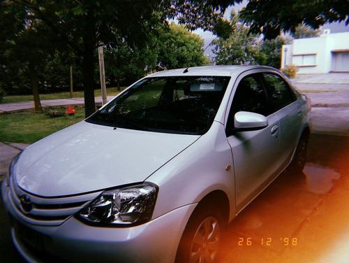 toyota etios 1.5 sedan xs 2016