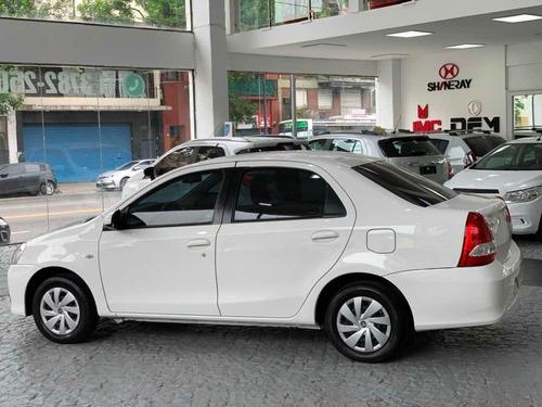 toyota etios 1.5 sedan xs 2017 gnc