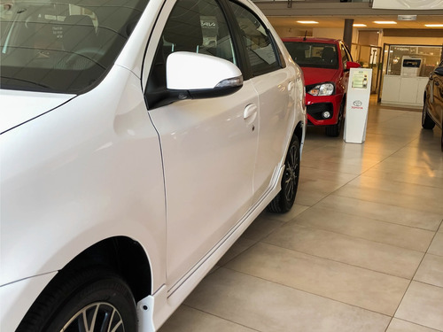 toyota etios 4 p sedan full xls manual congela precio adp