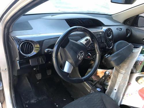 toyota etios chocado de baja alta de motor airbag