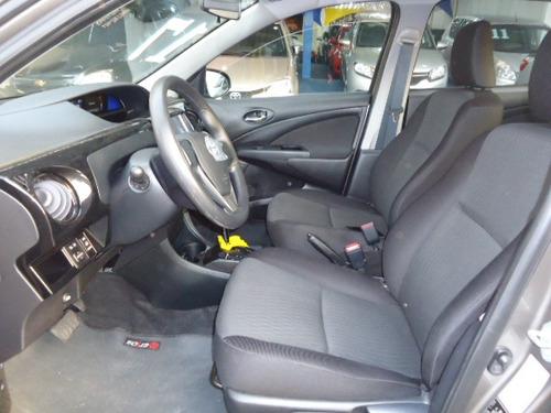 toyota etios sedan 1.5 x cinza automatico 2017