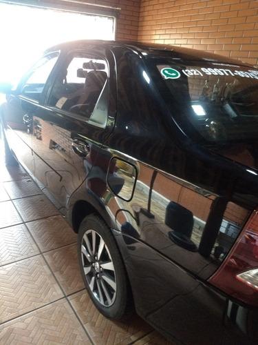 toyota etios sedán sedan