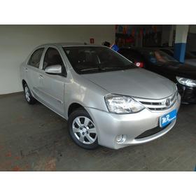 Toyota Etios Sedan X 1.5 Prata 2014