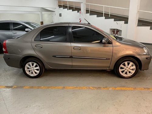 toyota etios xls 4p at impecable, muy pocos kms, sin detalle