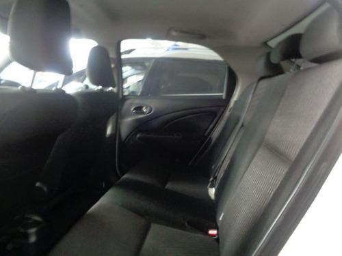 toyota etios xs 1.5 sedan mec