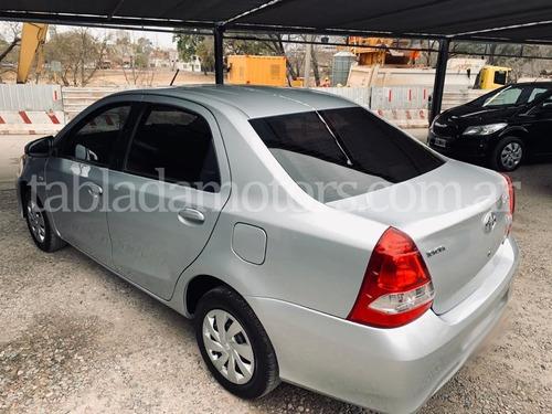 toyota etios xs 4 puertas  c/gnc 2017