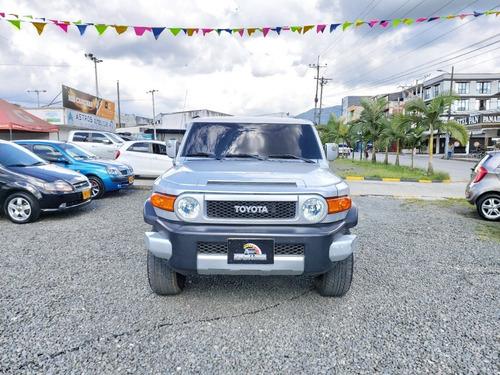 toyota fj cruiser 4.000 cc 4x4  4p 2009