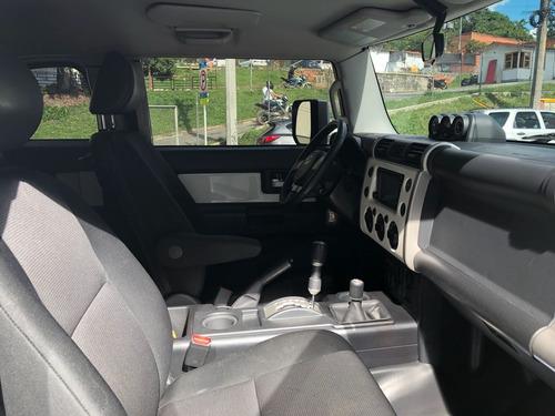 toyota fj cruiser automatica unico dueño