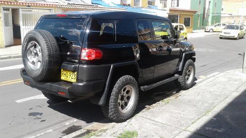 toyota fj cruiser negra 4.0 automatica