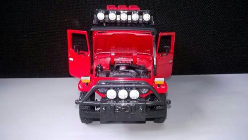 toyota fj40 a escala 1:24 marca motormaxx color rojo