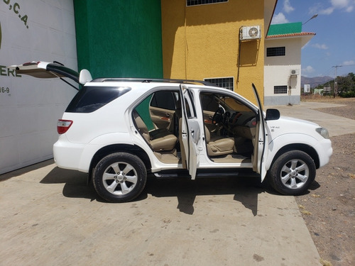 toyota fortuner 2011 4x4 impecable