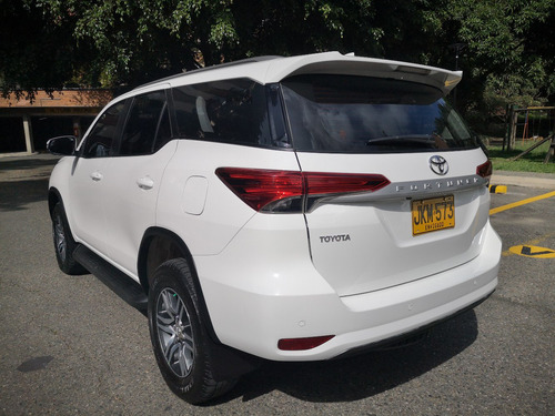 toyota fortuner 2.7 street at 4x2 full único dueño