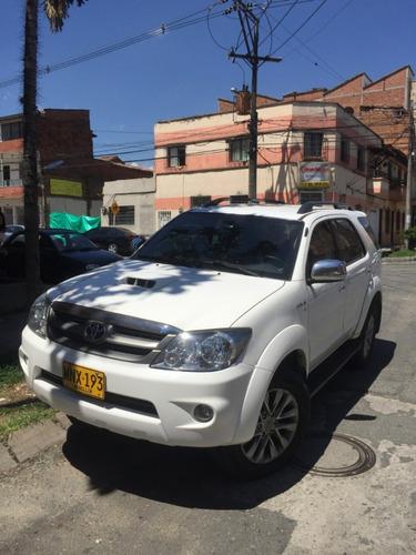 toyota fortuner 3000cc diesel +4x4 +soat sep 2019+negociable