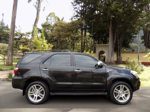 toyota fortuner 4*4 at 2.700 cc gasolina (7 puestos)