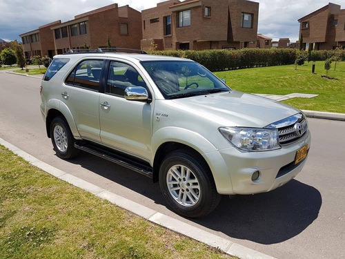 toyota fortuner 4x2 at 2011