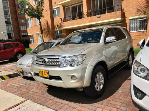 toyota fortuner 4x2 at. gasolina