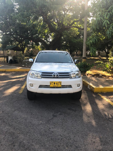 toyota fortuner 4x4 at 2.7 cc 153.000km blanca