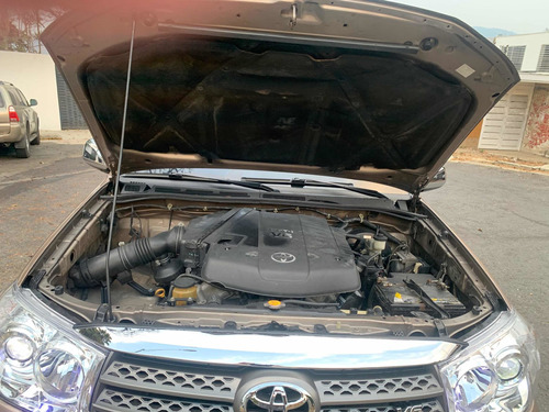 toyota fortuner 6 cil