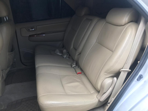 toyota fortuner 7pts 2011