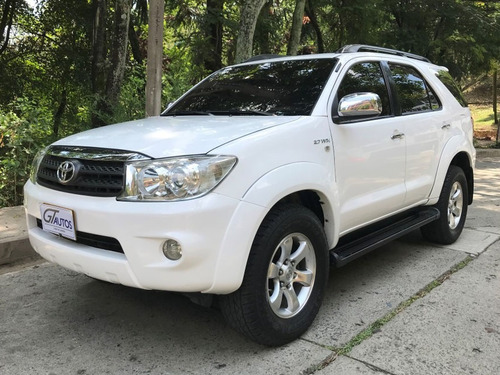 toyota fortuner at 2.7l 4x2  2011