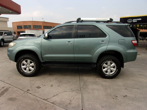 toyota fortuner automatica 4x4 2010
