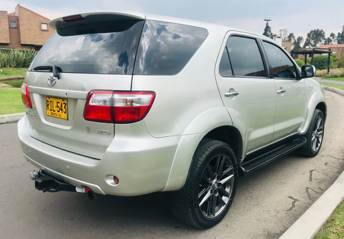 toyota fortuner sr5 at 2700cc aa ab abs 4x2 2011