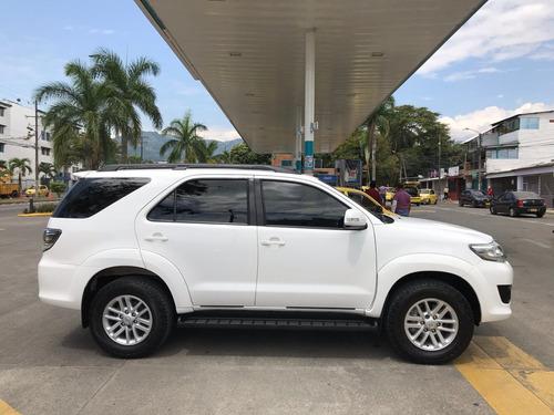 toyota fortuner sr5 gasolina automática 4x2 full equipo 2016