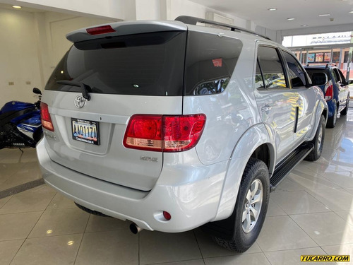 toyota fortuner sr5-multimarca