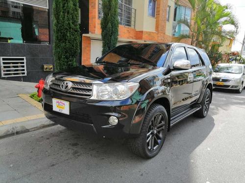 toyota fortuner urbana 2.700 c.c  4x4 gasolina modelo 2011